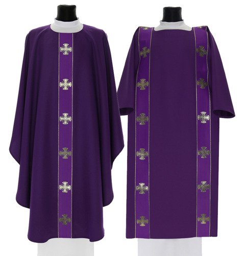 Set of Gothic Chasuble with dalmatic Maltese Crosses model 104